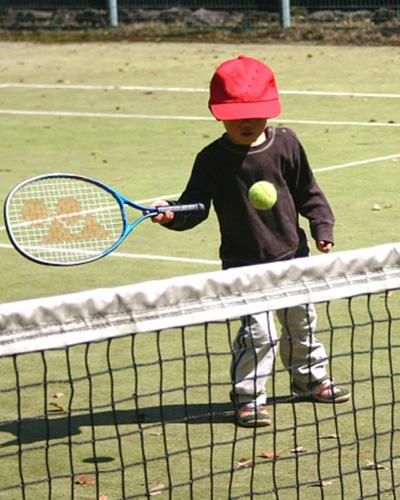 テニスを通じて子供が生きる