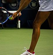 女性用のテニスウェア