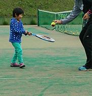 テニスは何歳から誰でも始められる